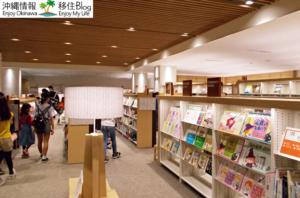 沖縄県立図書館の館内